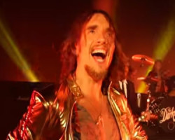 """The Darkness lanza """"Pinewood Smile"""""""